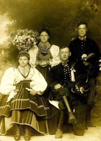 Pamiątkowe zdjęcie z wesela łowickiego. Archiwum.