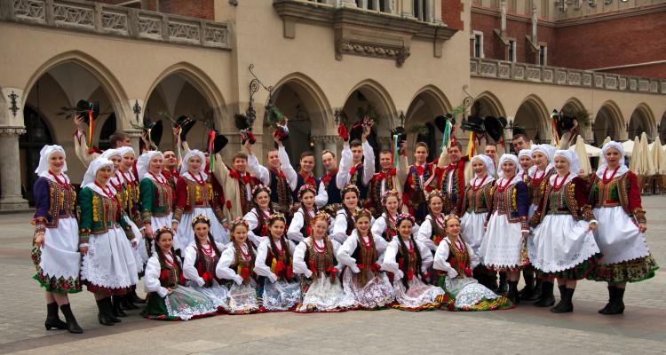 Zespół ludowy KRAKUS w strojach krakowskich