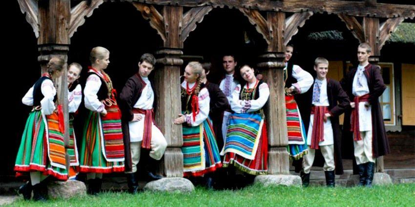 Polski pasiak w podlaskim stroju ludowym