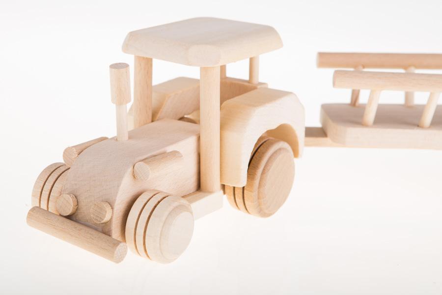 Drewniana zabawka - traktor z przyczepą
