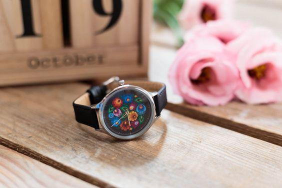 Folkowy zegarek na rękę w łowickie wzory