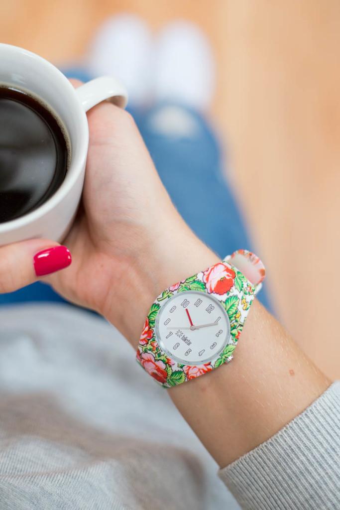 Moda na FOLK: Zegarek damski na rękę, wzór góralski