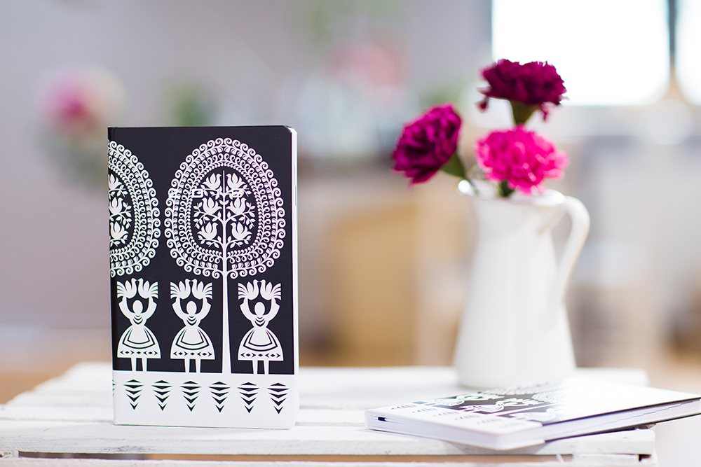 Kalendarz książkowy w kurpiowskie wzory ludowe