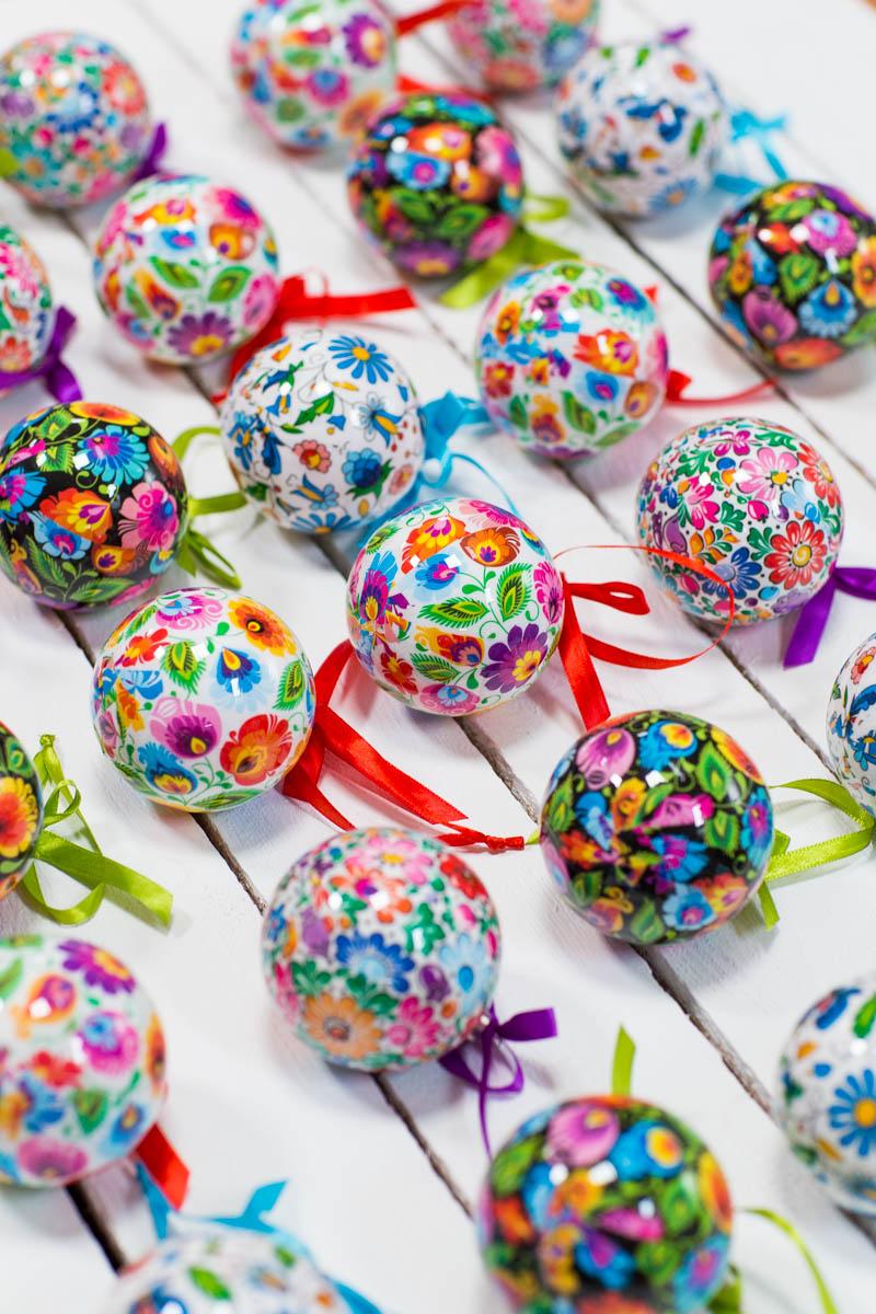 Dekoracje świąteczne z FOLK bombek we wzory ludowe