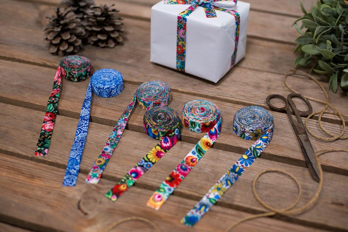 Dekoracje świąteczne ozdobią wstążki z wzorami łowickimi, kujawskimi, góralskimi