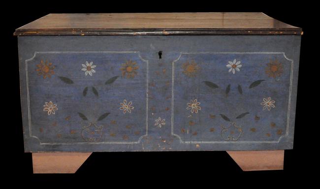 Skrzynie ludowe były malowane w różne wzory, najczęściej roślinne