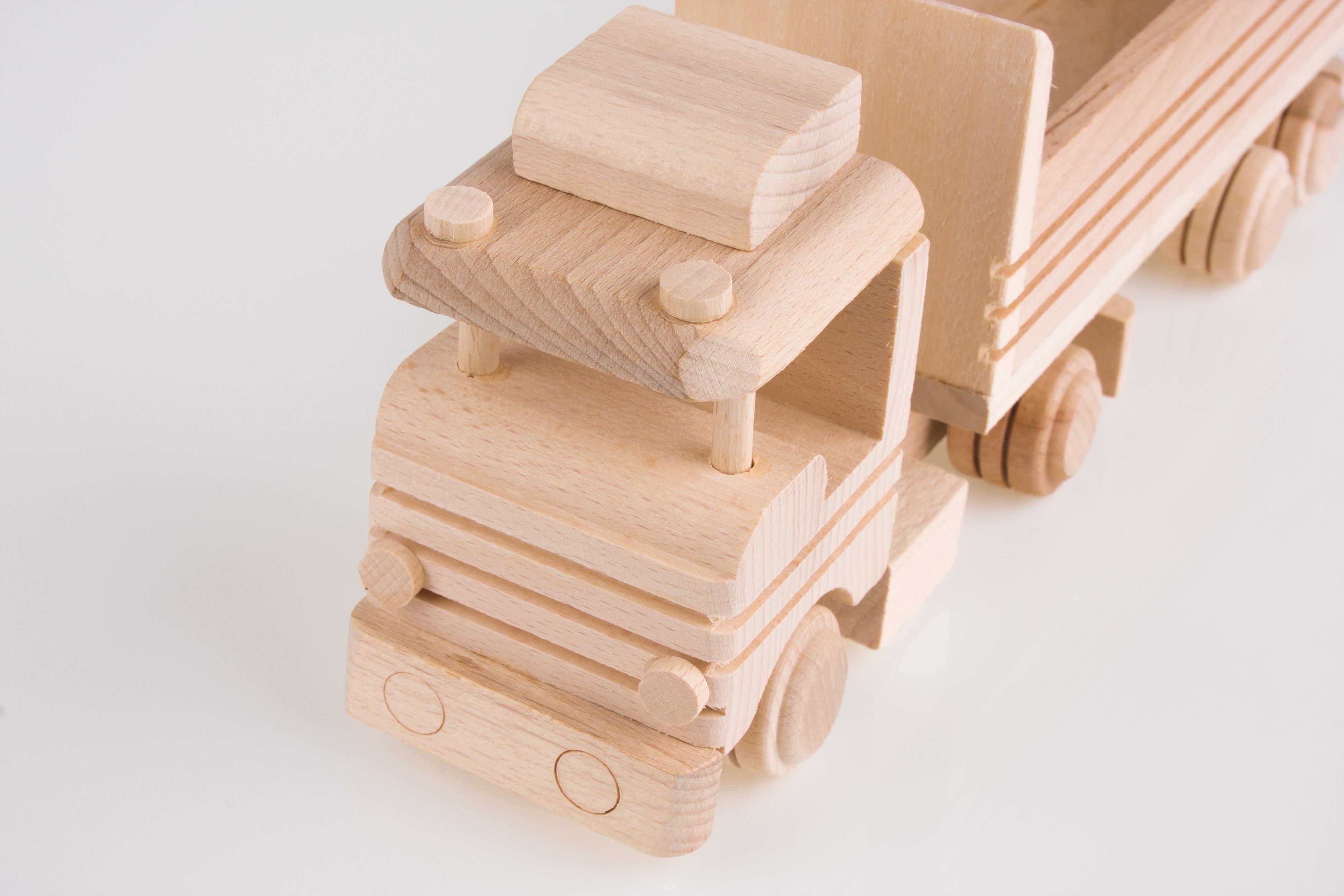 tradycyjna-zabawka-ludowa-eko-folk-star-z-naczepa-bez-przykrycia-8623