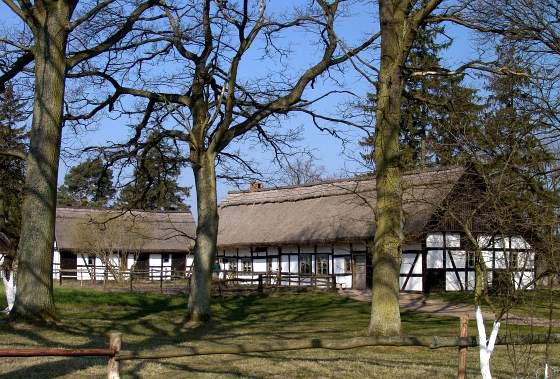 Skansen gromadzi zabytkowe zabudowania regionu słowińskiego