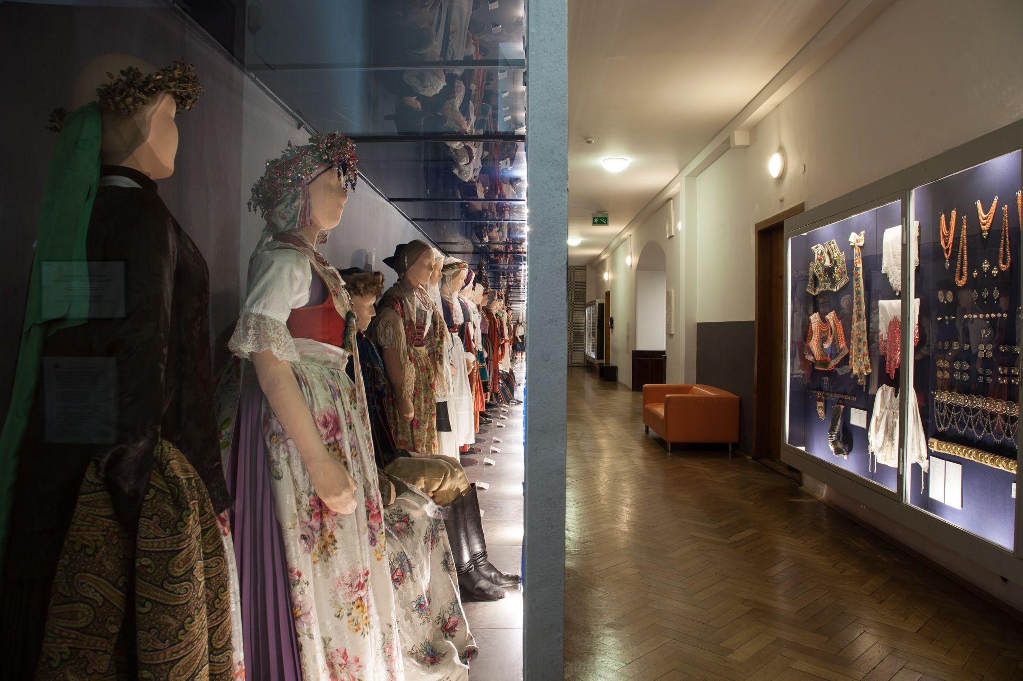 Muzeum to także wystawa strojów ludowych