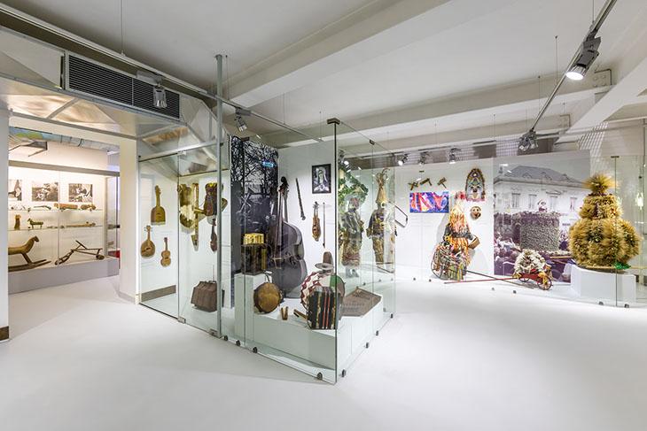 Wystawy stałe i czasowe w muzeach to okazja do zapoznania się z różnymi aspektami życia na wsi
