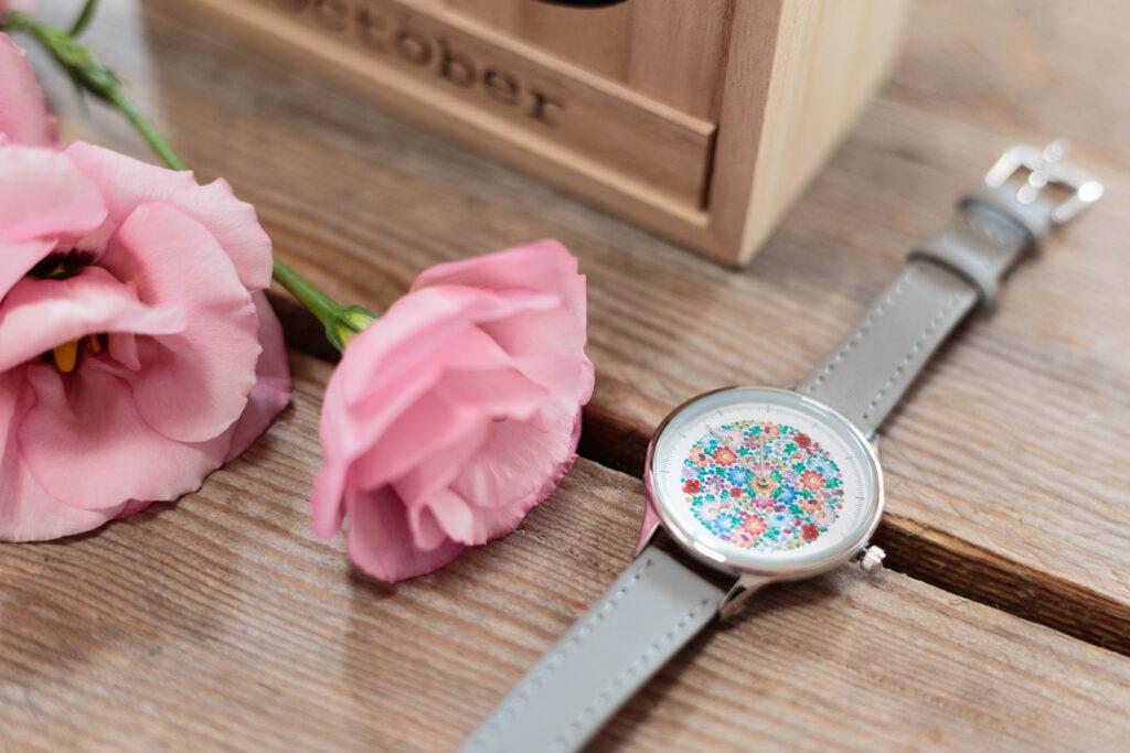 Co kupić na Dzień Kobiet? - zegarek w opolskie wzory ludowe