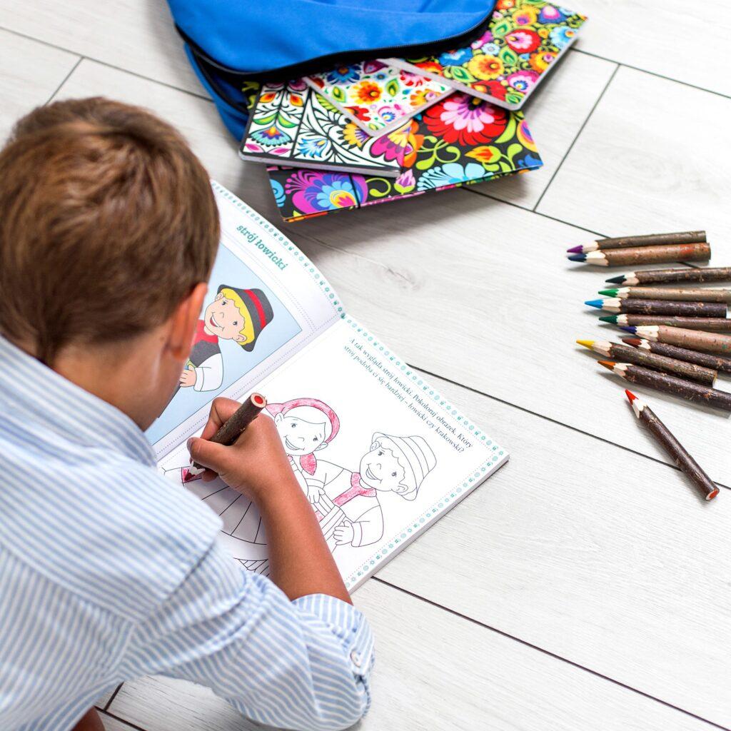 Zabawy dla dzieci - kolorowanki z postaciami ludowymi