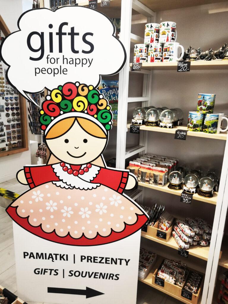 Postać ludowa - poznańska Bamberka w sklepie Folkstar w Poznaniu przy ulicy Półwiejskiej 25